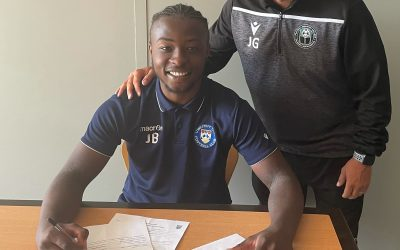 SCHOLAR JAYSIGNS CONTRACT FOR LOWESTOFT TOWN FC FIRST TEAM